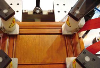 精密组框机加工出工件